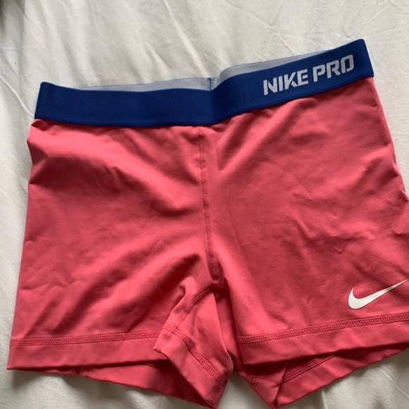 Nike pro size medium